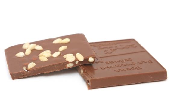 Шоколад молочный МАДАГАСКАР 35% с кедровым орехом от Натальи Слепневой, 50 гр.