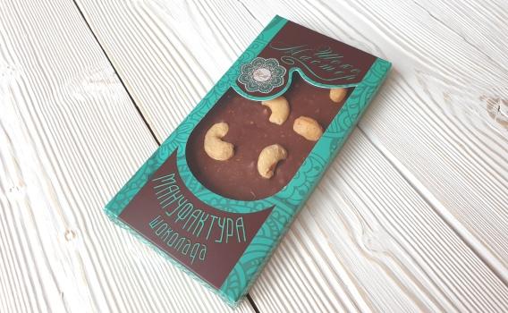 Шоколад молочный МАДАГАСКАР 35 % с орехом кешью от Натальи Слепневой, 80 гр.