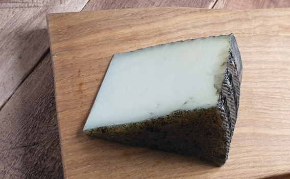 Сыр МАНЧЕГО в трюфеле от Николая Быкова, 0,16 кг