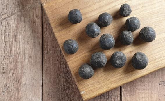 Сыр БЕЛПЕР КНОЛЛЕ мини с чесноком в черном перце от Николая Быкова, 0,05 кг